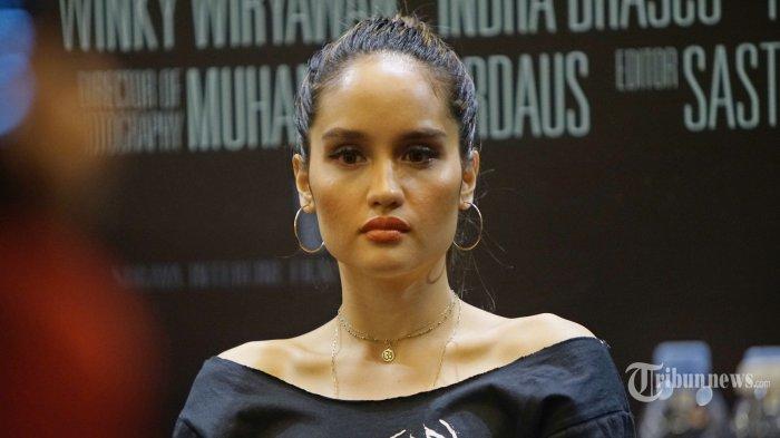 Cinta Laura Sabet Penghargaan Best Actress di Offical Latino Film Festival