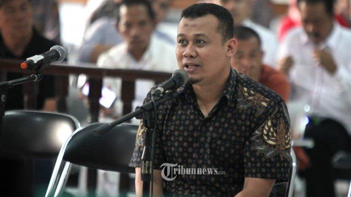 Bupati Subang nonaktif, Ojang Suhandi menjawab pertanyaan jaksa penuntut umum dalam sidang di Pengadilan Tindak Pidana Korupsi (Tipikor) Bandung, Jalan RE Martadinata, Kota Bandung, Rabu (10/8/2016).