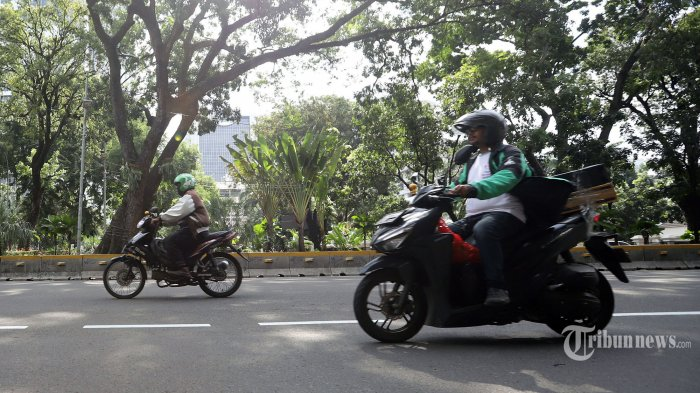 Selama PSBB di Jakarta, Pemotor Wajib Pakai Masker dan Sarung Tangan