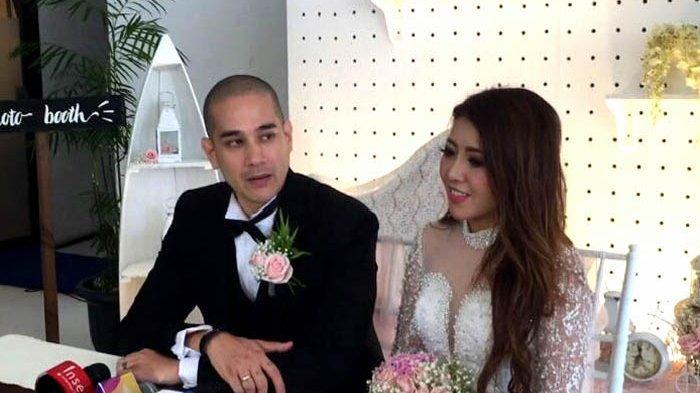 Aktor Okan Cornelius (38) melepas status dudanya dengan menikahi Mey Lee, di Segara Ancol, Jakarta Utara, Sabtu (10/2/2018).
