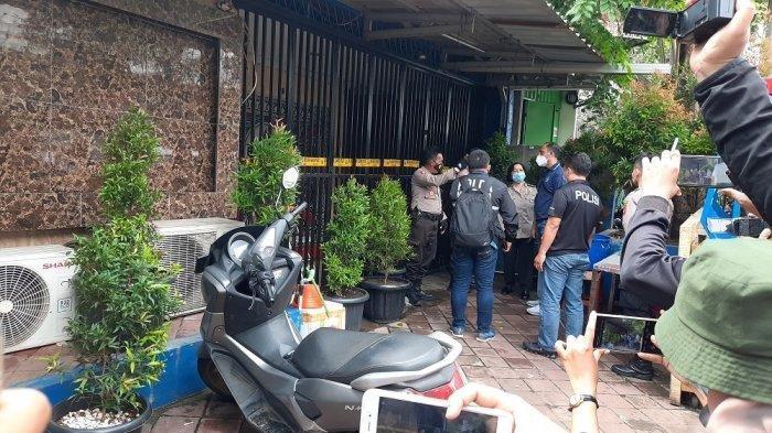 Olah tempat kejadian perkara (TKP) ulang dilakukan Tim Inafis Polda Metro Jaya di Kafe RM, Cengkareng, Jakarta Barat.