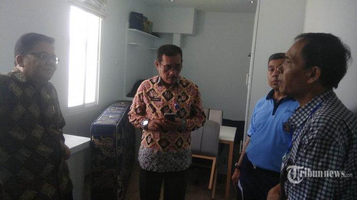 Ombudsman Republik Indonesia yang dipimpin Adrianus Maleila (kiri) didampingi Kanwil Kementerian Hukum dan HAM (Kemenkum HAM) Jabar Liberti Sitinjak (dua kiri) meninjau kamar terpidana korupsi yang juga mantan Ketua DPR Setya Novanto di Lapas Sukamiskin di Jalan AH Nasution, Bandung Jumat (20/12/2019). Ombudsman mengunjungi blok timur hunian narapidana tipikor. TRIBUN JABAR/MEGA NUGRAHA