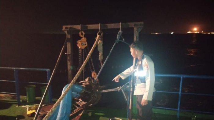 Operasi tangkap tangan pencurian BBM di perairan Tuban oleh tim Ditpolairud Korpolairud Baharkam Polri.