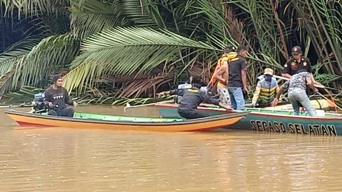 Personel TNI AL Turut SAR Pencarian Korban Buaya