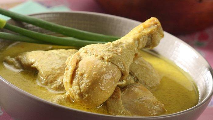 Opor ayam kuning.