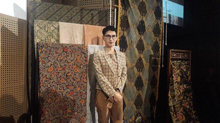 Oscar Lawalata di Galeri Karya Indonesia, Jakarta, Selasa (8/5/2018) - Desainer tanah air, Oscar Lawalata mengungkapkan perjuangan terhadap diri sendiri terkait pilihan hidup menjadi transgender.