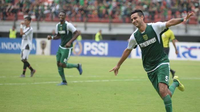 Otavio Dutra merayakan gol saat Persebaya Surabaya vs Persidago Gorontalo di Piala Indonesia. Strategi Persebaya Surabaya di Piala Presiden 2019 Tanpa 3 Pemain yang Dipanggil Timnas Indonesia