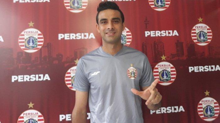 Bek Persija Jakarta, Otavio Dutra saat ditemui setelah menjalani proses penyembuhan di Mes Persija, Jakarta Timur.