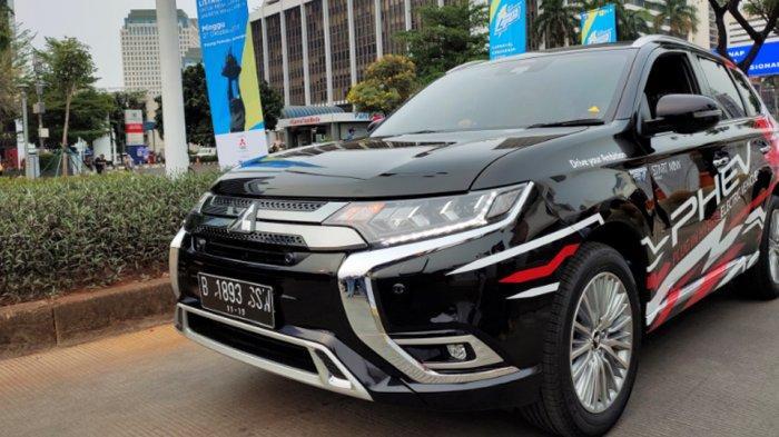 Mitsubishi Outlander PHEV Mejeng di Gelaran Jakarta Langit Biru