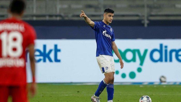 Ozan Kabak, pemain Schalke yang dikabarkan batal bergabung dengan AC Milan
