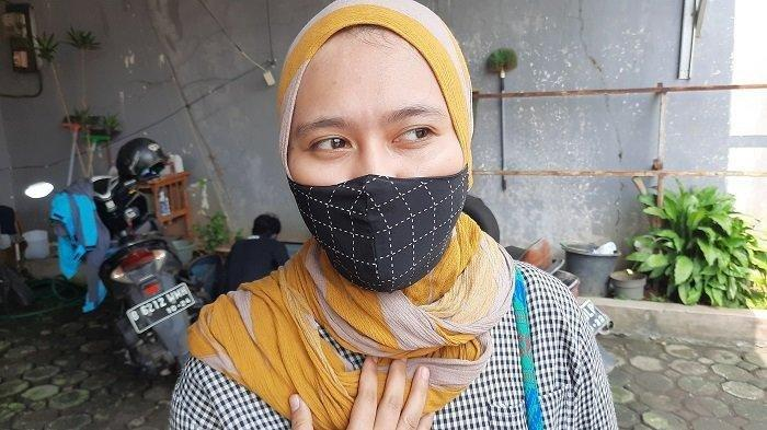 Suci Fitri Rohmah (24), kekasih Yodi Prabowo (26) saat ditemui usai pemakaman