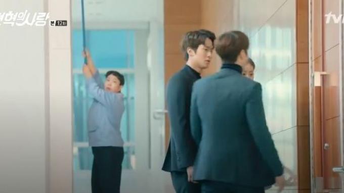 Pak Lee dan Bu Ah untuk menutupi CCTV