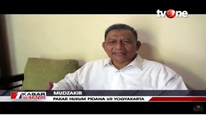 Pakar Hukum Pidana UII Yogyakarta, Mudzakir menilai pembakaran bendera milik PDI Perjuangan oleh para demonstran hanya sebagai simbol penolakan terkait RUU Haluan Idologi Pancasila (HIP).