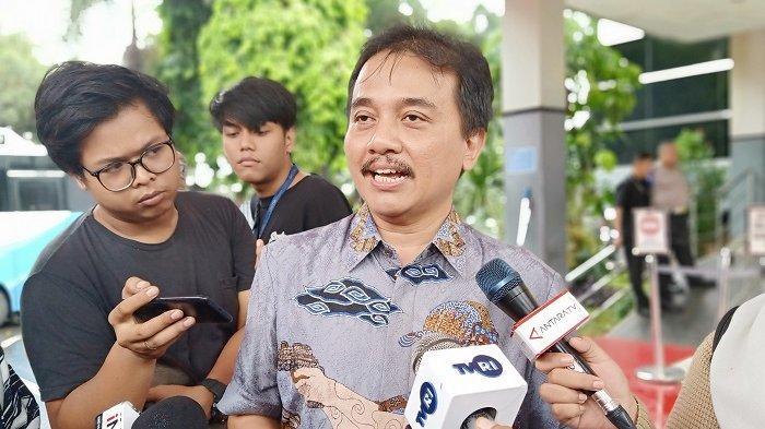 Pakar telematika Roy Suryo di SPKT Polda Metro Jaya, Jakarta Selatan, Jumat (24/1/2020).