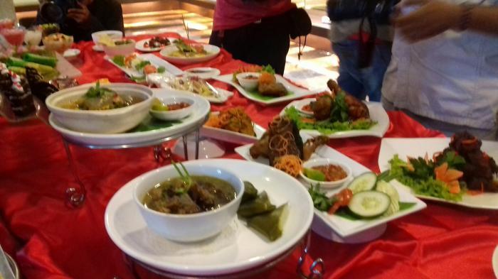 Paket Makan di Grand Clarion Makassar Hanya Rp 125 Ribu, Menunya Kambing Guling hingga Rendang