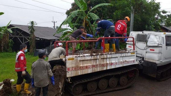 PMI Kirim Hagglund Bantu Korban Banjir Bandang di Cicurug Sukabumi