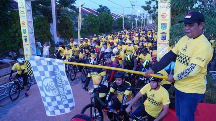 Gubernur Kalsel Lepas 6.527 Pesepeda Jhonlin Ride yang Tempuh Jarak 100 Km Extreme dan 20 Km Fun