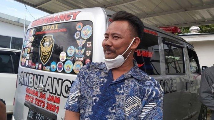 Paman korban Pipit Piyono, Sabar (37) saat diwawancara di Terminal Kargo