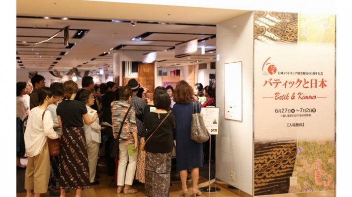 Kolaborasi Seni Kimono Jepang dengan Seni Batik Indonesia Dipamerkan - pameran-exhibition-kimono-dan-batik-di-osaka_20180703_144633.jpg