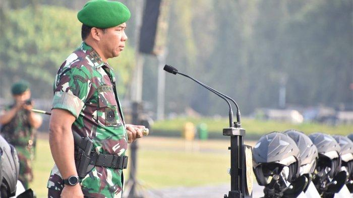 Pangdam Jaya/Jayakarta Mayjen TNI Eko Margiyono memimpin Apel Gelar Kesiapan Pengamanan Pelantikan Presiden/Wakil Presiden dan Pelantikan Legislatif Tahun 2019 bertempat di Lapangan Silang Monas-Jakarta Pusat, Senin (30/9/2019).