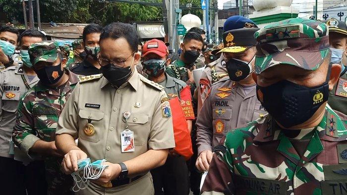 Gaya Gubernur DKI Anies Baswedan Semangati Pasien Covid-19 di Pulo Gebang