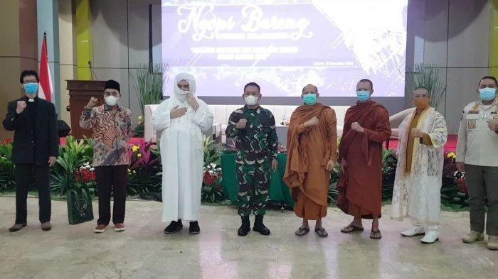 Pangdam Jaya Mayjen TNI Dudung Abdurrahman saat bertemu tokoh lintas agama di Makodam Jaya, Jakarta Timur, Rabu (25/11/2020). (Istimewa).
