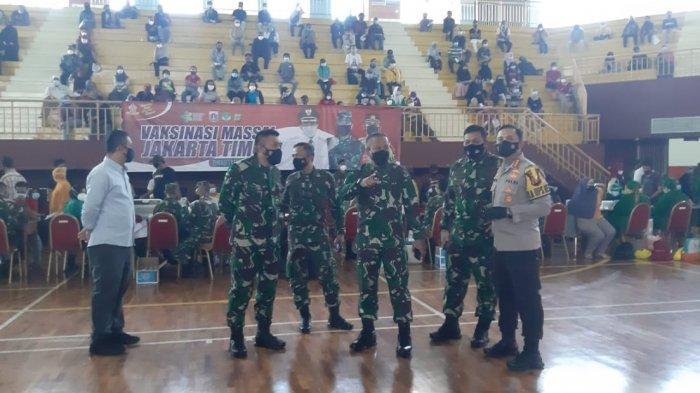 Pangdam Jaya Pantau Pemberian Vaksin untuk Masyarakat di GOR Ciracas