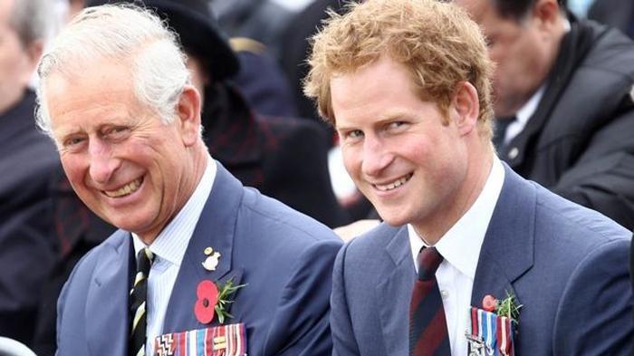 Pangeran Charles dan Harry.