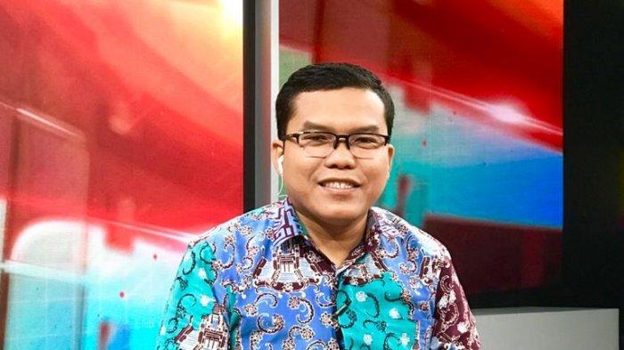 Menurut Pangi Syarwi Chaniago, saat ini bukanlah waktu yang tepat bagi keluarga Jokowi untuk mengikuti pilkada karena dikhawatirkan adanya konflik kepentingan, bahkan penyalahgunaan kekuasaan, Selasa (14/1/2020).