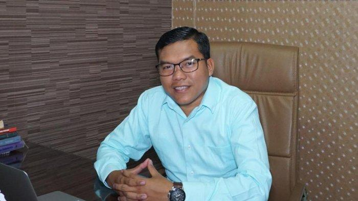 Soal empat anggota keluarga Presiden Jokowi meramaikan Pilkada 2020, Pengamat Politik Pangi Syarwi Chaniago menyebutnya fenomena baru dalam varian politik dinasti di Indonesia, di mana untuk pertama kalinya, keluarga presiden yang masih menjabat ikut serta dalam perhelatan kontestasi elektoral, Rabu (15/1/2020).
