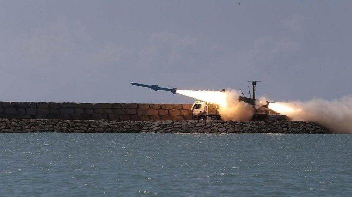 ILUSTRASI (Iran saat menjajal ujicoba rudal jelajah di Laut Oman) - Update serangan balas dendam Iran, gelombang kedua rudal hantam pangkalan AS di Irak, Rabu (8/1/2020).