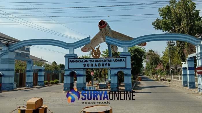 Gapura masuk menuju Pangkalan TNI AU Surabaya, Kelurahan Sedati Agung Kecamatan Sedati, Sidoarjo, Sabtu (12/10/2019).  TribunJatim.com/Kukuh Kurniawan