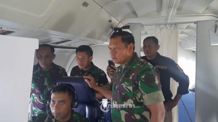 Sejak melaksanakan gelar operasi pengamanan di wilayah Laut Natuna Utara beberapa waktu lalu akibat dari pelanggaran wilayah oleh kapal-kapal ikan asing,  Panglima Komando Gabungan Wilayah I (Pangkogabwilhan I) Laksdya TNI Yudho Margono, S.E., M.M., kembali melakukan pemantauan lewat udara wilayah perairan Laut Natuna Utara dan sekitar, Jumat (10/1/2020).  Dengan menggunakan pesawat Intai Maritim Boeing 737 AI-7301 TNI AU dari Skadron 5 Pangkalan Udara Sultan  Hasanuddin Makassar, Pangkogabwilhan I masih memantau melalui udara, sekitar 30 kapal ikan asing yang masih berada di perairan Indonesia wilayah Laut Natuna Utara. TRIBUNNEWS.COM/PUSPEN TNI