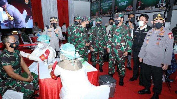 Panglima TNI dan Kapolri Tinjau Vaksinasi 2000 Prajurit TNI dan Anggota Polri di Palembang