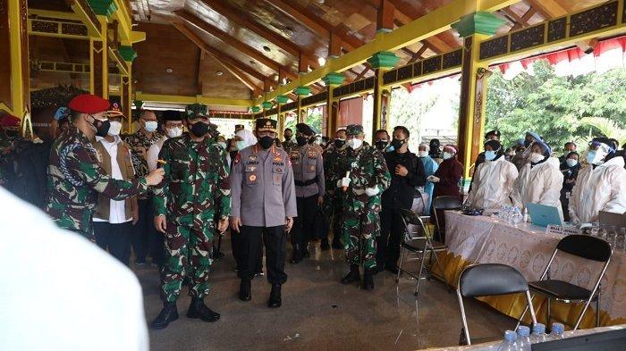 Tinjau Vaksinasi Covid-19 di Bangkalan, Panglima TNI: Data Terakhir Masih Jauh Dari Jumlah Penduduk