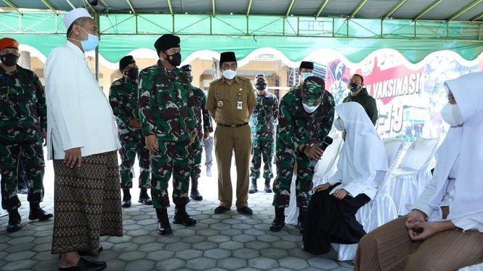 Panglima TNI Ingatkan Santri dan Masyarakat Magelang Tetap Pakai Masker dan Disiplin Prokes
