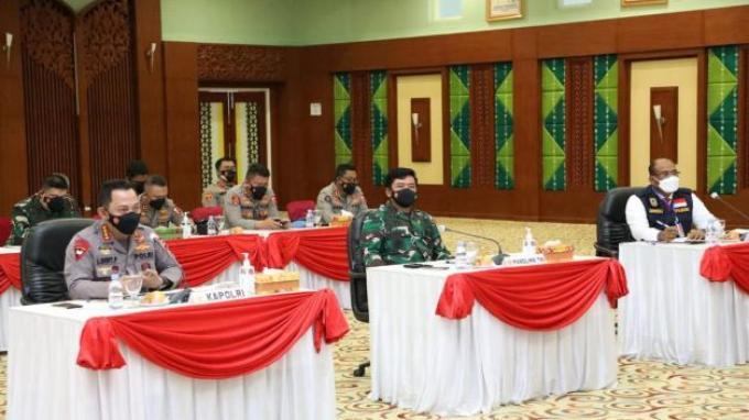 Panglima TNI dan Kapolri Pimpin Rapat Penanganan Covid-19 dan Cek Kesiapan Tracer Digital di Kalsel