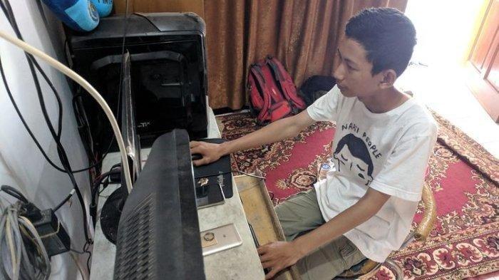 Putra Aji Adhari, siswa kelas 2 MTS Manbaul Khair, Ciledug, Tangerang dikabarkan bisa meretas situs milik National Aeronautics and Space Administration ( NASA), KPU, BCA, Bank Mandiri, dan Bank Jateng pada 2019. Kini sang peretas dikabarkan kritis akibat dikeroyok oleh orang tak dikenal.