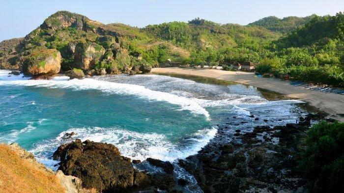 7 Destinasi Wisata Pantai Eksotis di Pulau Jawa, Cocok untuk Liburan Bersama Keluarga