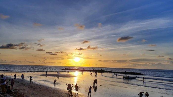 pantai kuta bali - 5 Tempat Wisata Lombok Paling Oke Yang Wajib Kamu Datangi