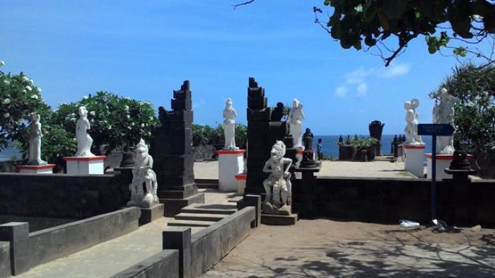 Satu sudut di Pantai Ngobaran Gunungkidul yang bernuansa Bali.