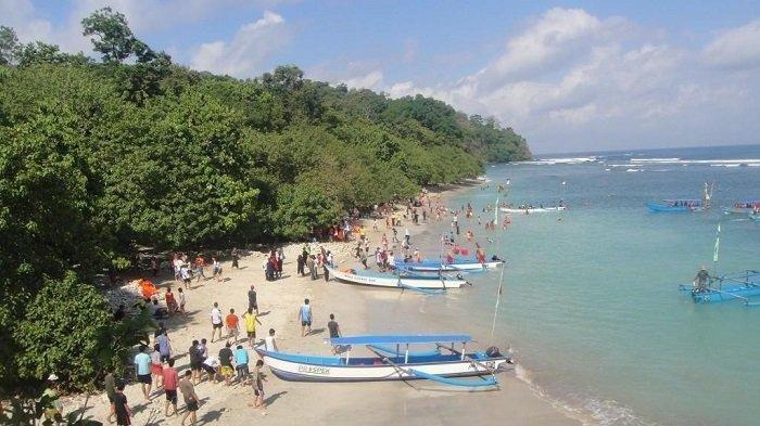 12 Orang Terseret Ombak Saat Berwisata di Pantai Pangandaran