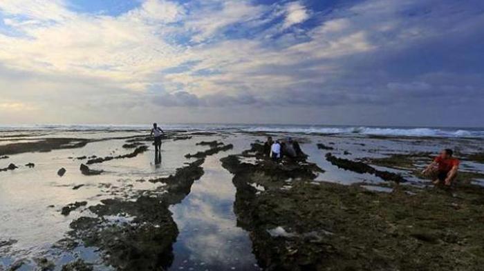 Pantai Sayang Heulang di Garut Selatan (Kompasiana/ Abah Raka)