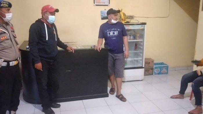 polisi mendatangi Panti Pijat di Kima Squar, Daya, Makassar, tempat Ipda EP mengalami kejang sebelum meninggal dunia, Jumat (27/8/2021) siang.