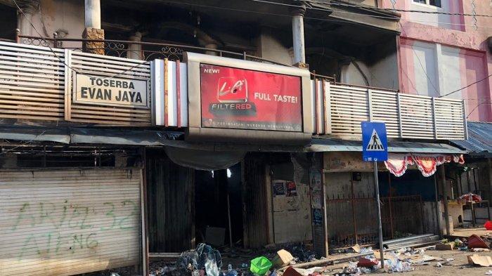 Tampak sejumlah pertokoan di salah satu ruas jalan di Kota Jayapura pada Jumat (30/8/2019) masih ditutup warga.