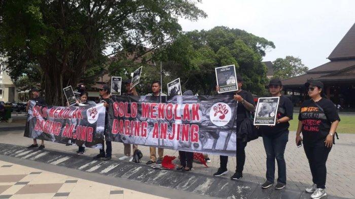 Aktivis DMFI Berunjuk Rasa Tolak Perdagangan Daging Anjing di Solo dan Beberkan Hasil Investigasi