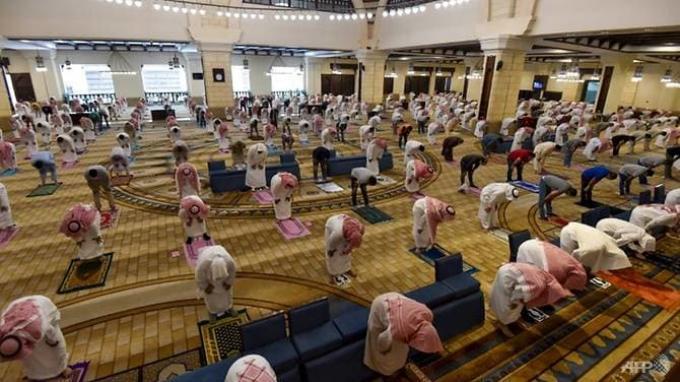 MUI DKI Jakarta Akui Salat Jumat Dua Gelombang Tidak Memungkinan di Indonesia