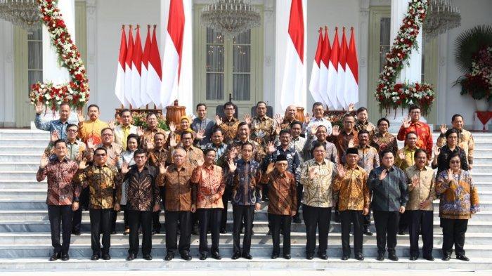 Para menteri Kabinet Indonesia Maju diperkenalkan kepada media di depan kompleks Istana Kepresidenan, Jakarta, menjelang pelantikan Rabu pagi (23/10/2019). (ISTIMEWA)