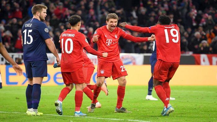 Para Pemain Bayern Munchen Merayakan Gol Thomas Muller (@FCBayern)