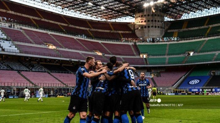 LIVE Streaming Napoli vs Inter - Skiriniar Terheran-heran, Kolektifitas Nerazzurri Kian Erat